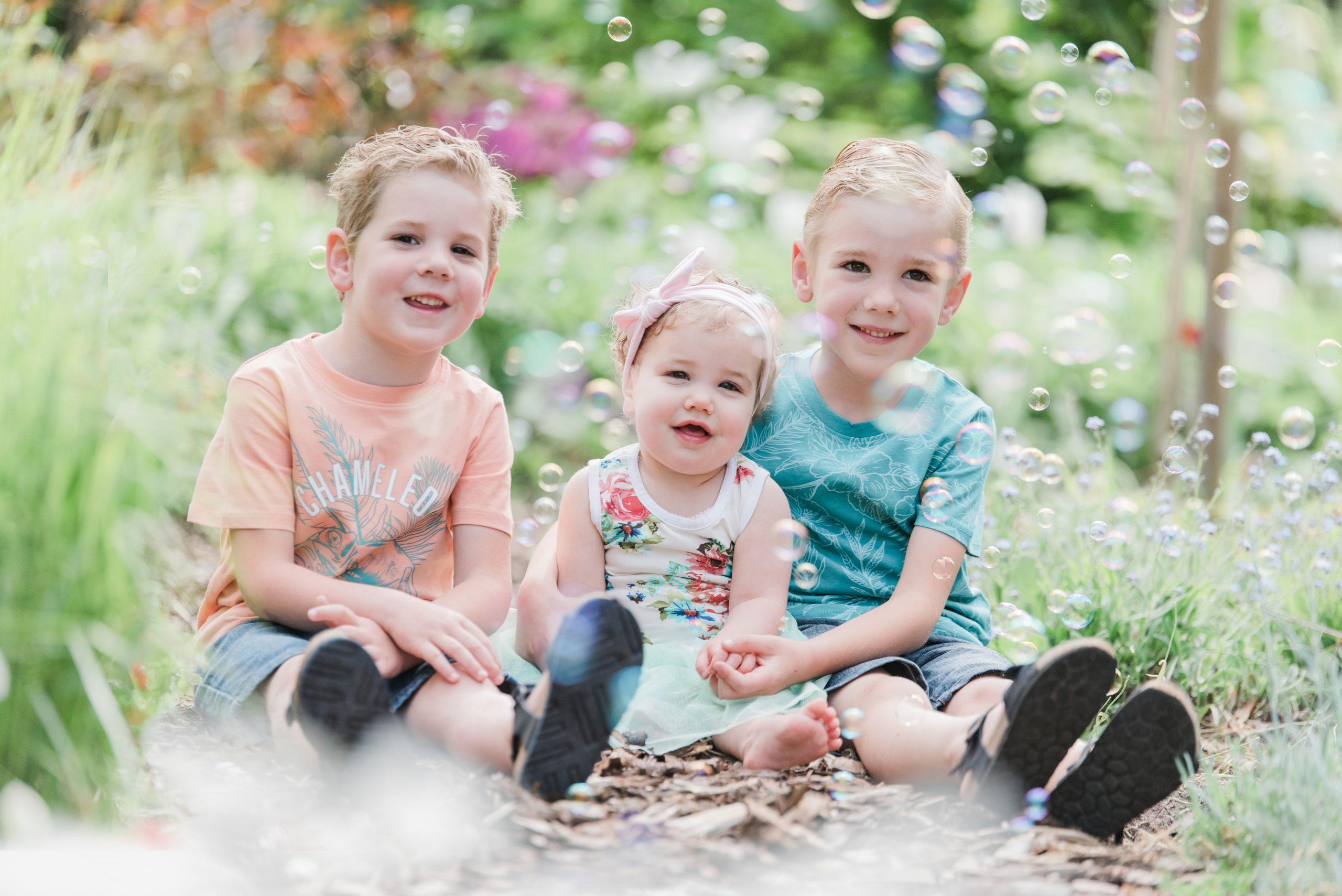 Chantal-Nijhof-Studio-Fotografie-Fotograaf-Heerde-Epe-Oene-Wapenveld-Veessen-Kids-fotoshoot-Kinder-fotoshoot-bellenblaas-scaled